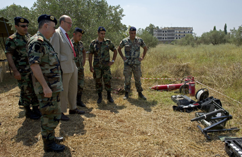 Lebanese Army demining team brief SCL Plumbly on mine clearance efforts (28 06 12) Photo Pasqual Gorriz
