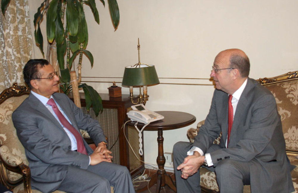 SCL Plumbly meets Foreign Minister Adnan Mansour (11 04 13) Photo DalatiandNohra
