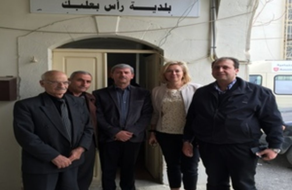 U.N. Special Coordinator Sigrid Kaag with the Municipality of Ras Baalback (09 03 15)