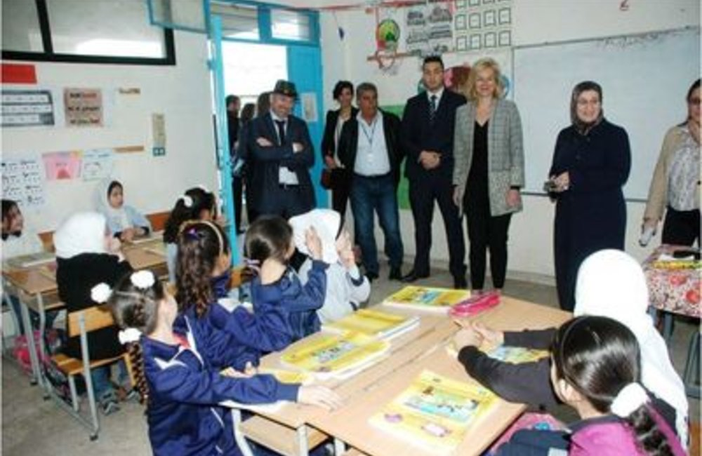 U.N. Special Coordinator Sigrid Kaag with students of  Palestinian camp of Ein El-Hilweh (31 03 15)