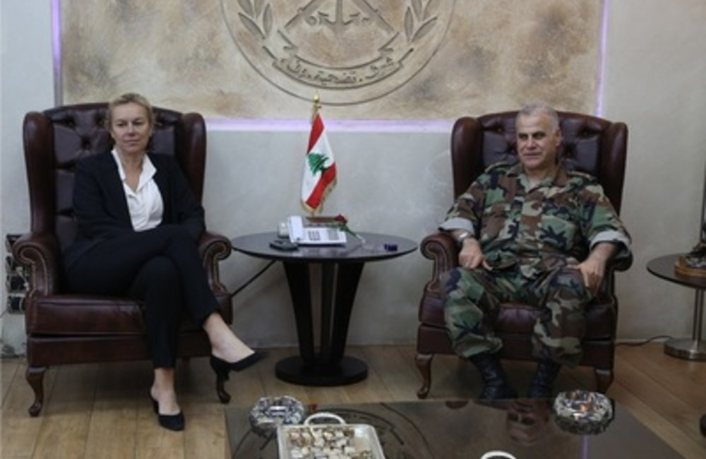 Lebanese Army Chief, General Jean Qahwaji welcomed at his office United Nations Special Coordinator for Lebanon, Sigrid Kaag, (23 04 15)