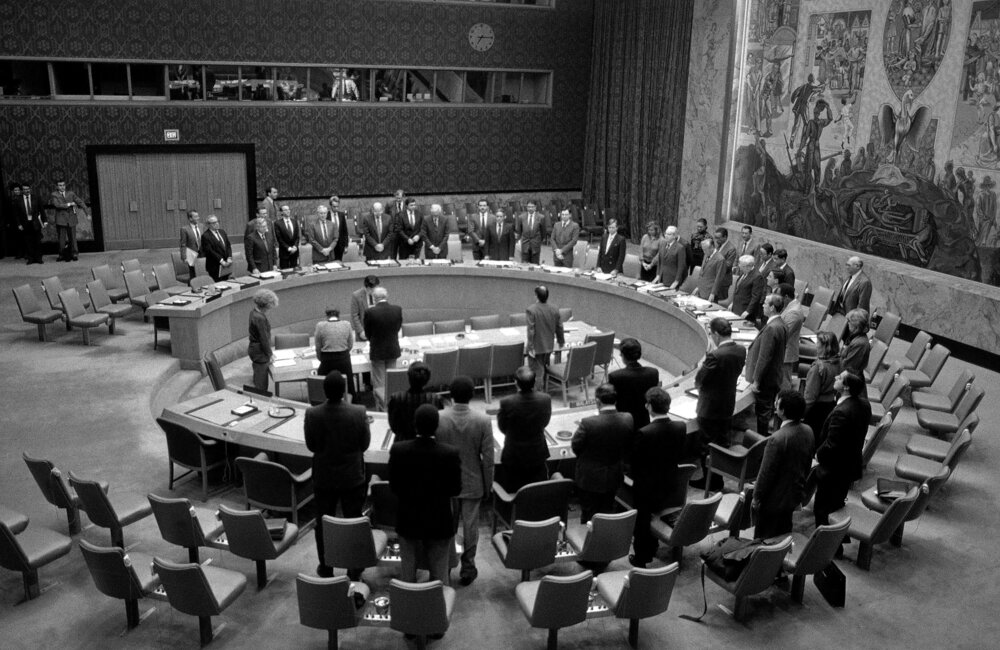 Security Council members observe a moment of silence in homage to the late President of Lebanon René Mouawad who was assassinated in Lebanon on 21 November 1989