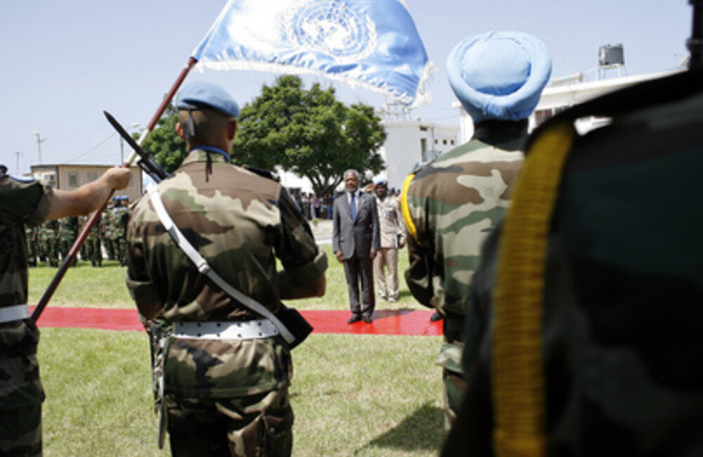 Secretary-General Kofi Annan pays tribute to fallen UNIFIL soldiers in Lebanon (29 August 2006)