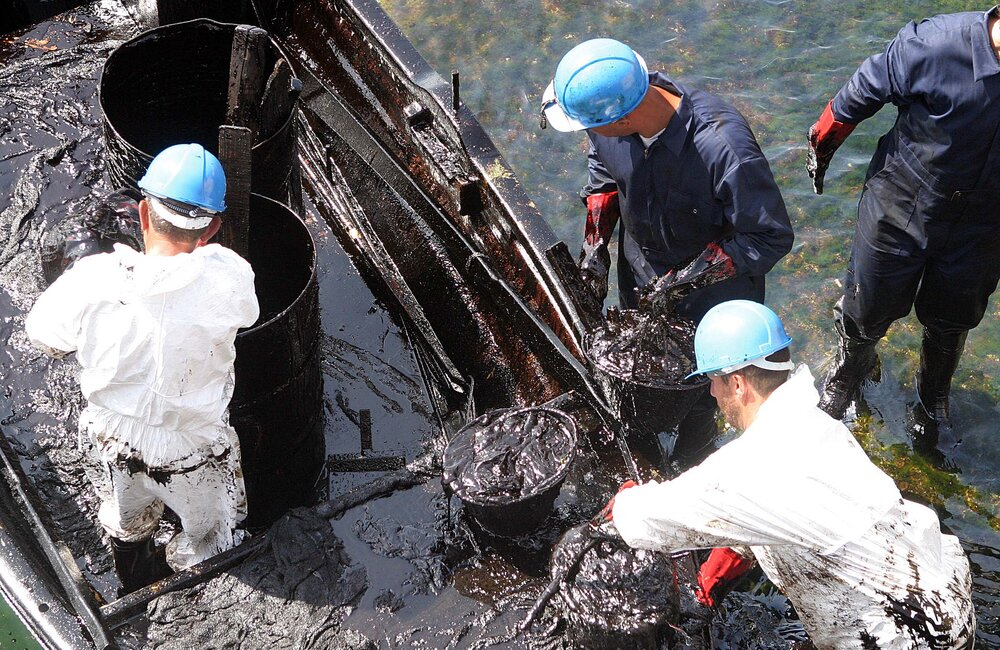 UNDP support after oil spill (2006)